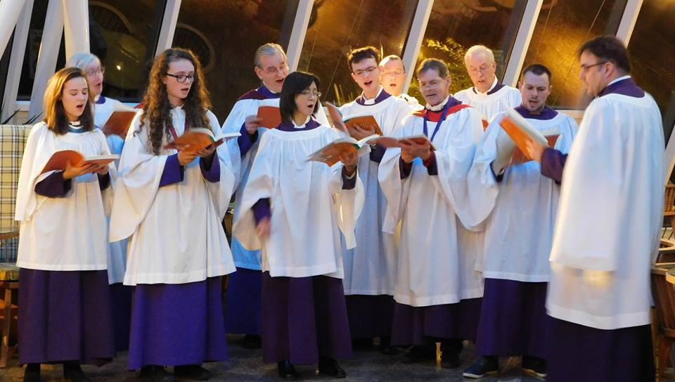 St Michael's choir sing carols at the Grand Harbour Hotel